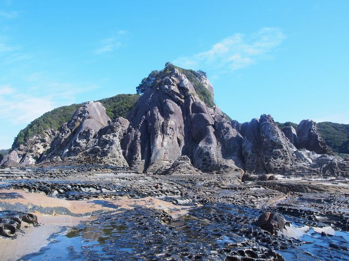見残し海岸を代表する「屏風岩」と「団痕」