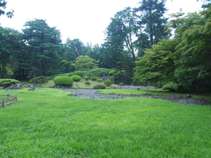 弘前城植物園の2つの庭園