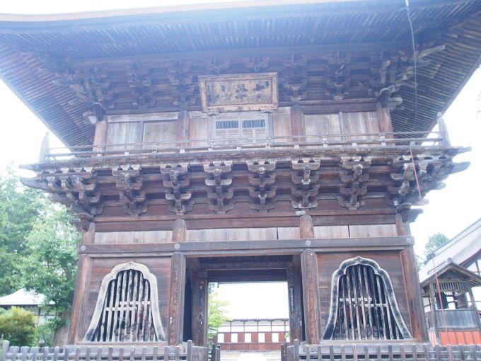 軍事拠点でもある長勝寺の偉大な三門