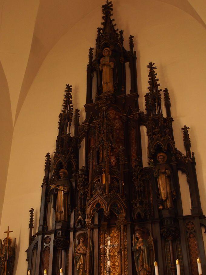 圧巻の祭壇「カトリック弘前教会」