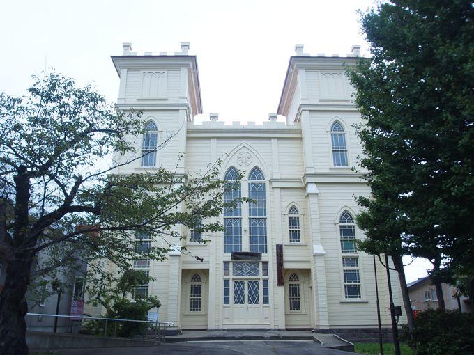 和洋折衷の双塔式「日本基督教団弘前教会」