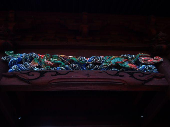 小壁の木彫が美しい「二天門」