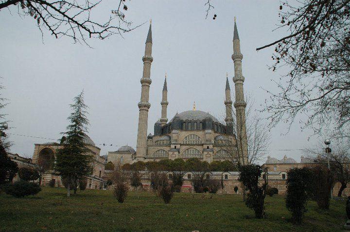 オスマン帝国時代の巨匠、建築家ミマル・シナン作のモスク「セリミイェ・ジャーミィ」