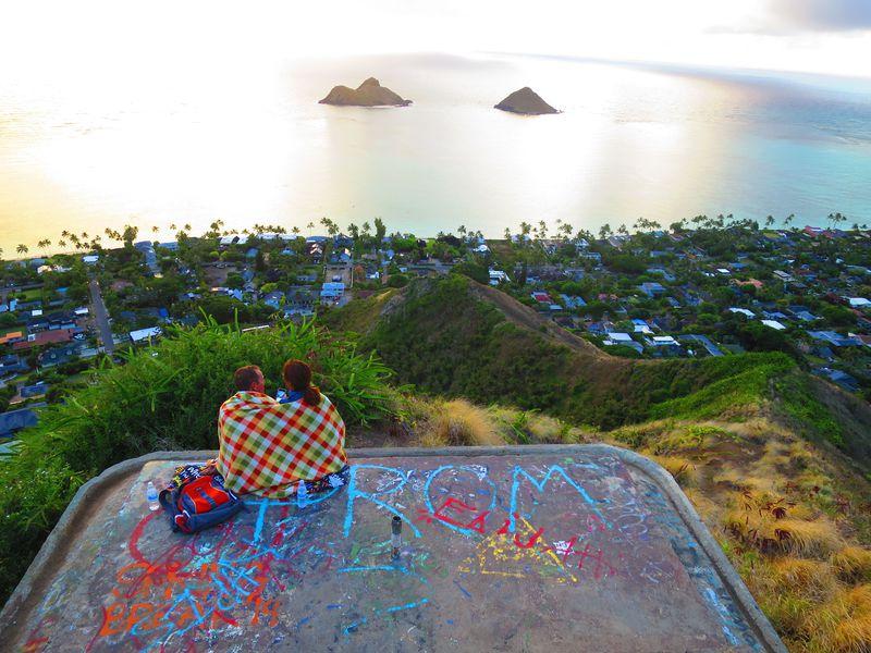 絶景トレッキング!オアフ島「ラニカイ・ピルボックス・トレイル」で天国の海を見下ろす