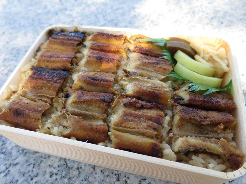 厳島神社参拝のお供に!あなごめし発祥の老舗「うえの」のお弁当