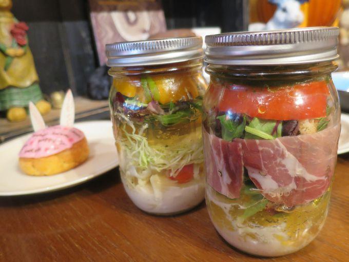 フリフリシェイクが楽しいメイソンジャーのサラダ!
