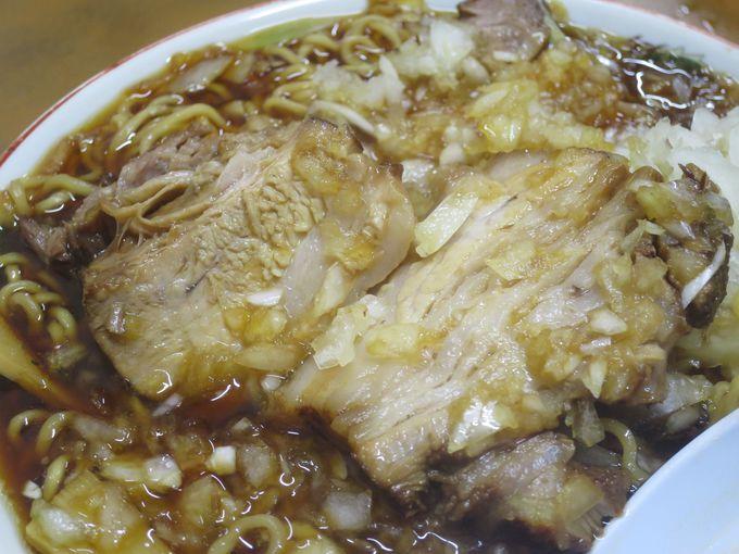 個性あるスープ、麺、チャーシューが三位一体となった竹岡式ラーメン