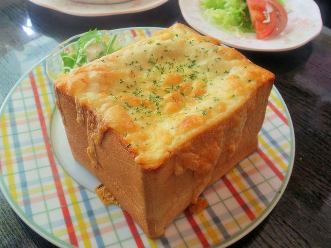 食パンは箱根の老舗ベーカリーから特注