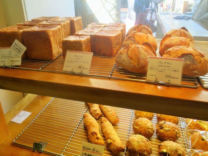 テイクアウトのパンも売り切れ必至!