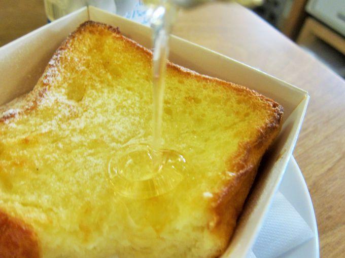 オーガニックの蜂蜜をたっぷりかける!プルプルフワフワ絶品のフレンチトースト