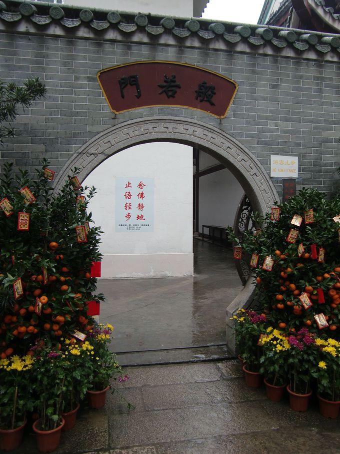 中国のお正月は、花や切り絵、提灯で豪華に飾りつけておめでたい雰囲気!