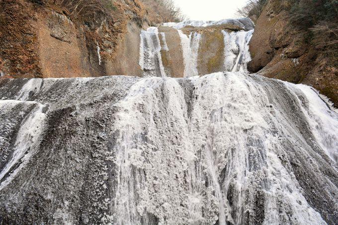 迫力の氷瀑は冬でこそ