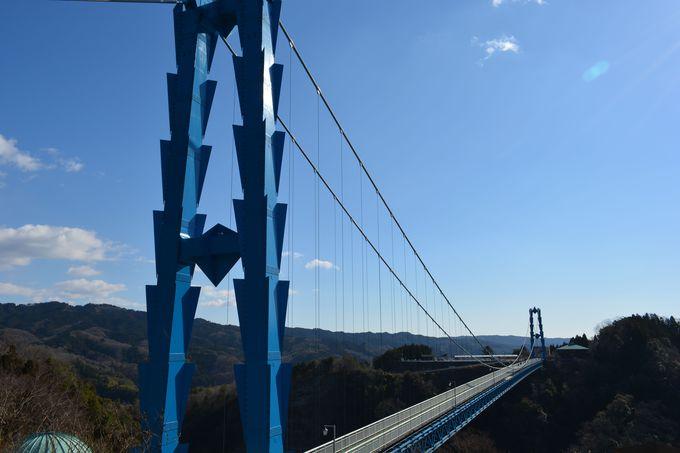 ココからが秘境の入り口!竜神峡に掛かる日本最大級の吊橋「竜神大吊橋」(茨城)