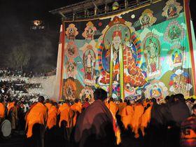 巨大な仏画のご開帳も!ブータン最大の祭り「パロ・ツェチュ」に参加しよう!