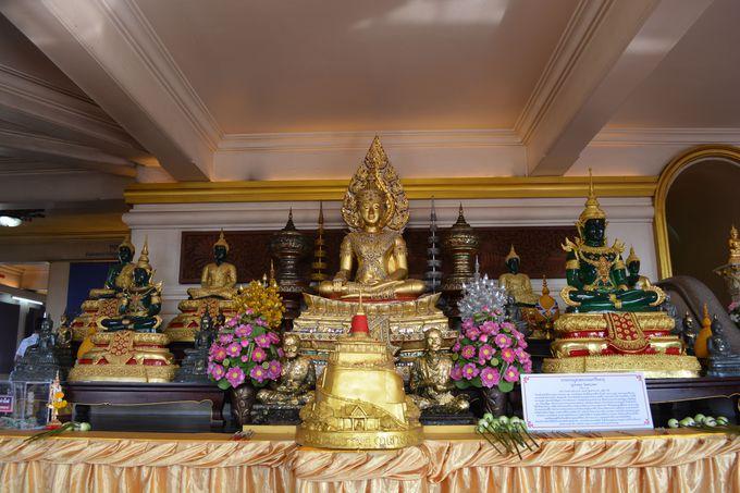 仏塔内部の見学も忘れずに!