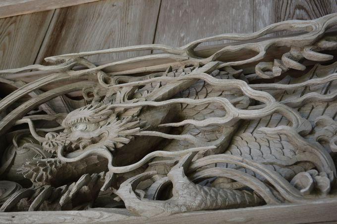 必見・圧巻の木造彫刻群
