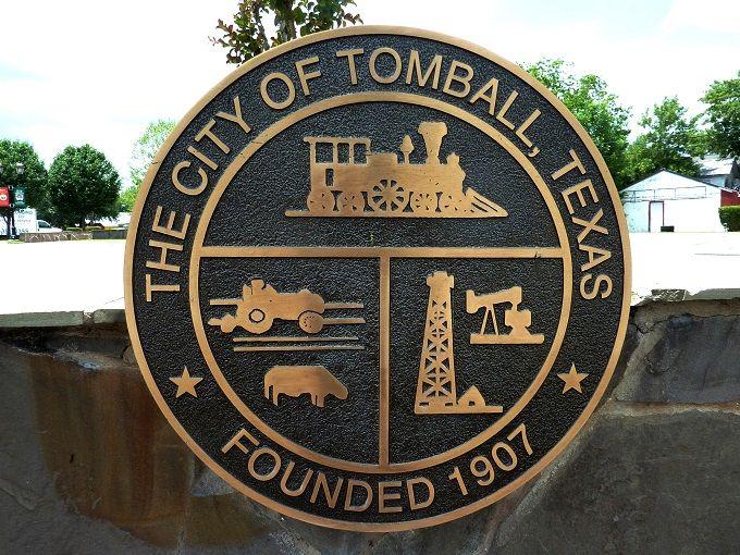 トンボールの紋章に「鉄道・農場・石油採掘場」が描かれている理由とは?