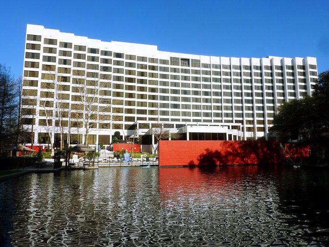 アップタウンにある、白亜のリゾートホテル