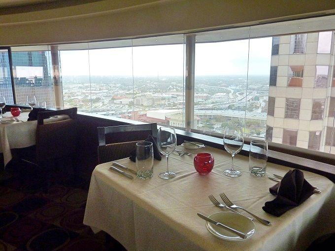 空飛ぶレストラン?米国ヒューストンのホテル「ハイアット・リージェンシー」