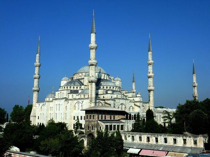 6つのミナレットを持つ高貴なモスク