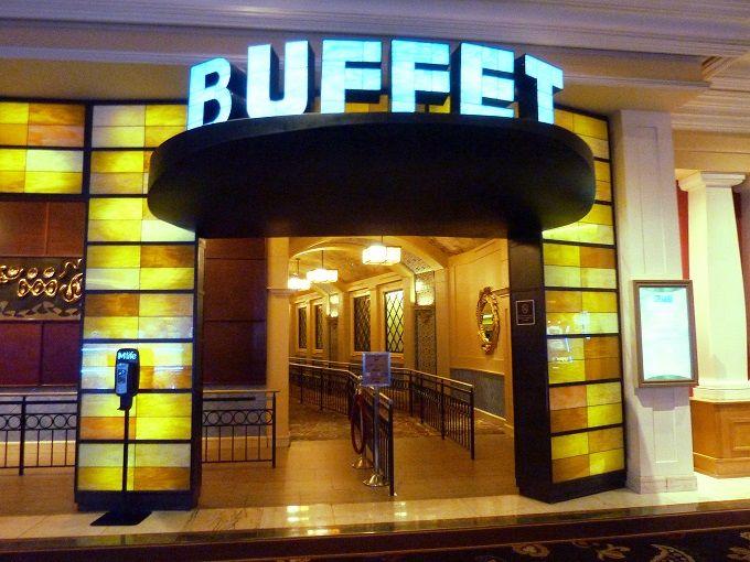 行列必須の食べ放題レストラン「ザ・ビュッフェ」