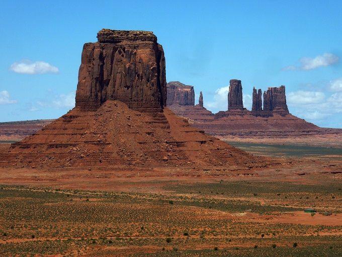 奇岩の聖地「モニュメントバレー」でアメリカの原風景を颯爽とドライブしよう!