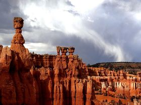 屋外型パステルピンクの鍾乳洞も!米ユタ州ブライスキャニオンをトレッキングしよう
