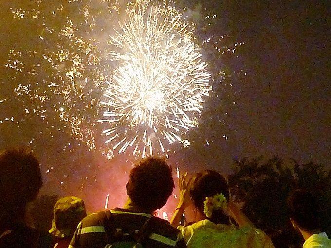 旧米軍基地から打ちあがる9000発の花火大会☆
