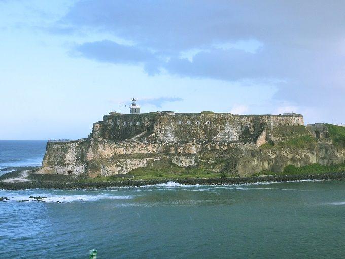 カプセル型の見張り番小屋がカワイイ「エル・モロ要塞」