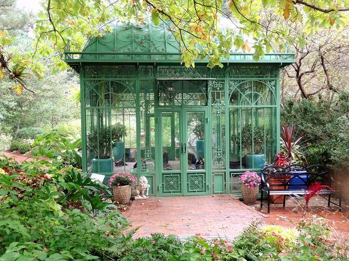 花の芳香を深呼吸してエクササイズ「植物園ヨガ」に参加しよう!