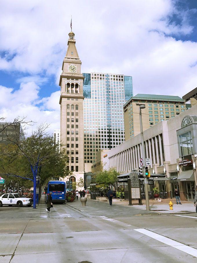 中心街最大の買い物スポット「デンバー・パビリオン」