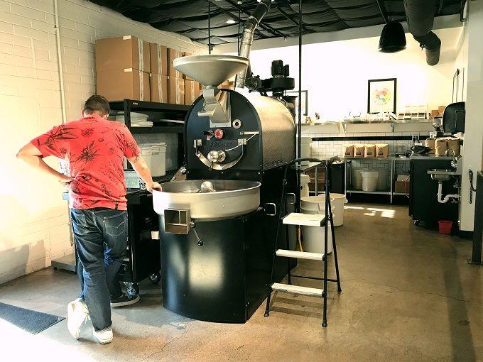 厳選されたコーヒー豆を自家焙煎