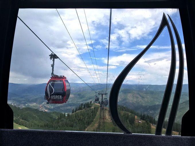 午前:3000m級の山頂へゴンドラで一気に上昇!