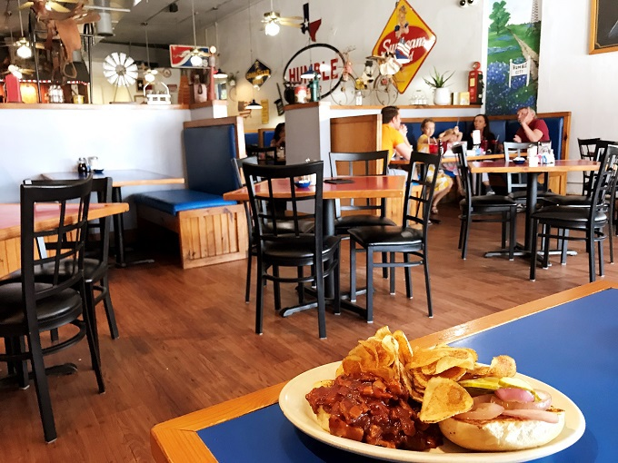 ランチ:アメリカンなカフェで南部料理をいただく