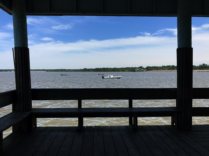 午前:湖を渡る清々しい風とレッツ、トレッキング!