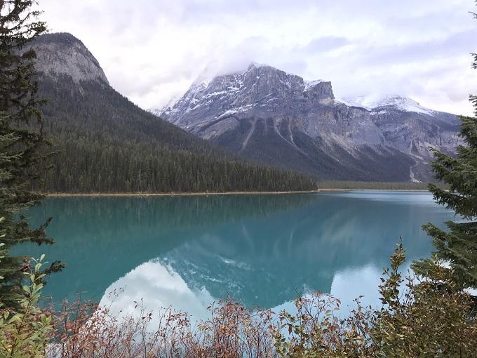 翠玉色の世界遺産をひとり占め!カナダ「エメラルドレイク・ロッジ」