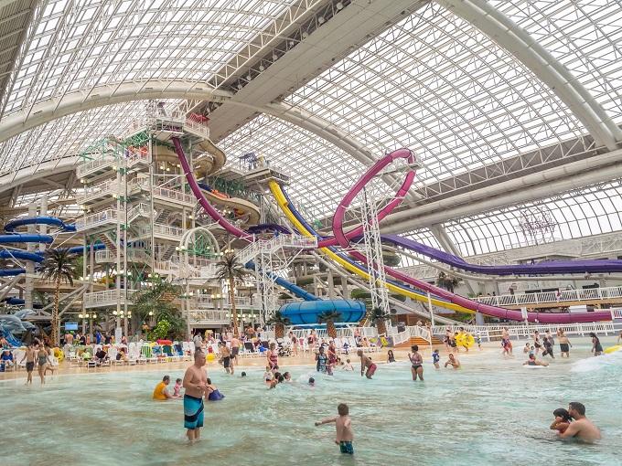 カナダの巨大屋内プール&遊園地!ウエスト・エドモントンモール