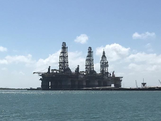 石油の州の白砂ビーチ「ホワイトキャップ・ビーチ」