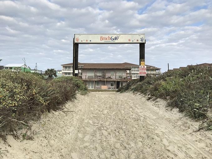 オン・ザ・ビーチの宿「ビーチゲート・コンドスイーツ&ホテル」