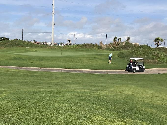 高級ゴルフリゾートに隣接したホテル「デイズイン」