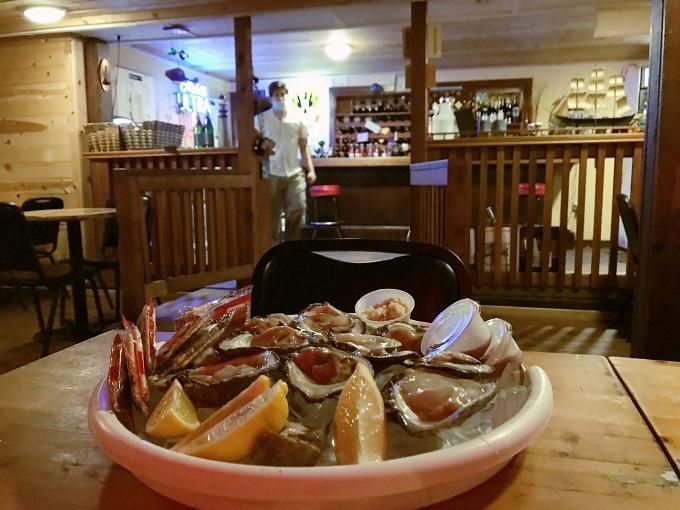 レトロなシーフードレストランで海街グルメを堪能