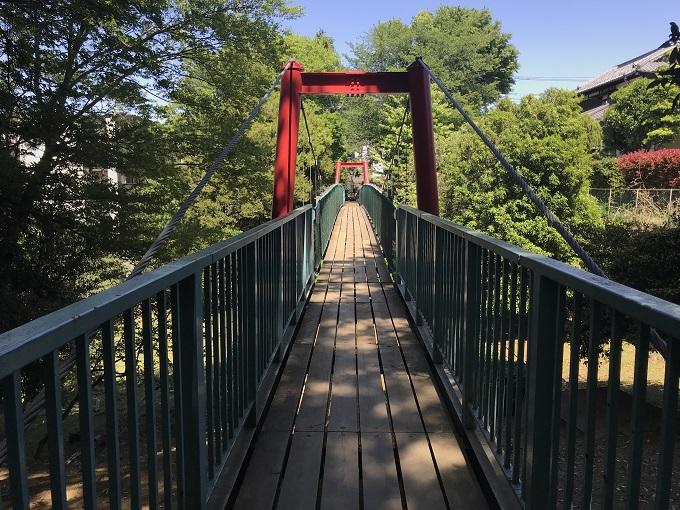 吊り橋とSASUKE的アスレチックのある「滝の根公園」
