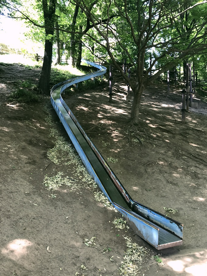 「島の上公園」の長すぎる大滑り台で度胸試し!