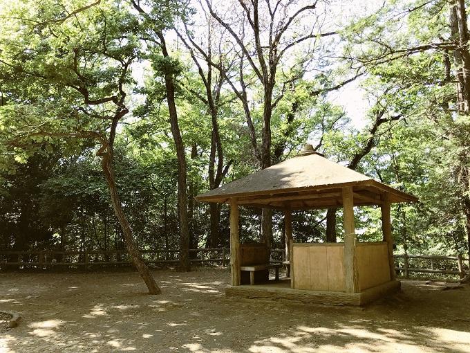 平山城があったとされる天然の要塞「城山公園」