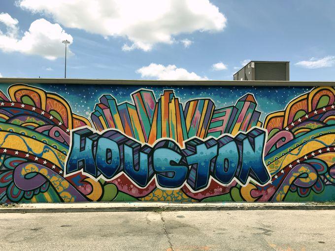 1番人気の壁画はビル群のうえにビル群?