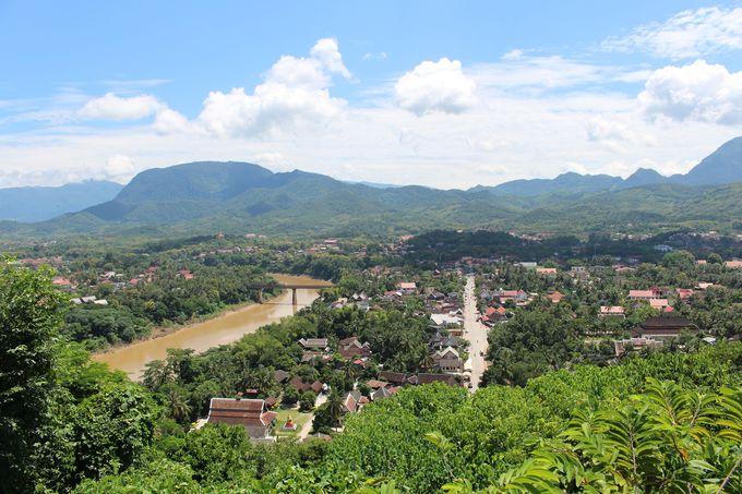 プーシーから眺めるルアンパバーンの町が壮大!
