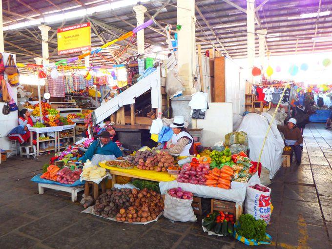 クスコの生活の源「中央市場」へ