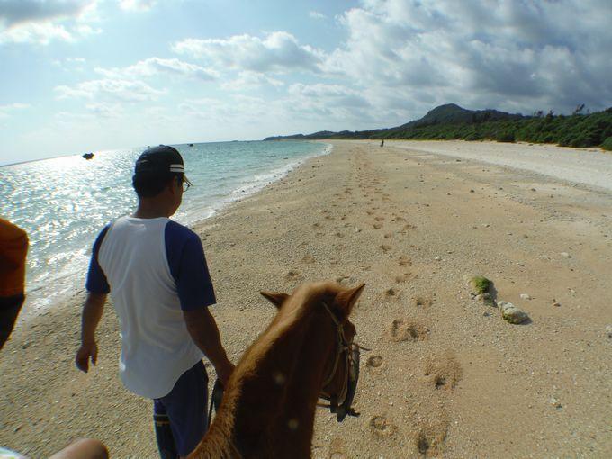 ビーチを散策しながら島タイムを満喫