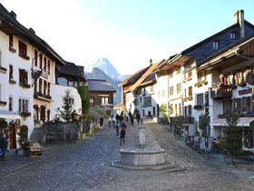 スイス、グリュイエールの可愛い旧市街
