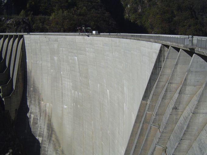 あのジェームス・ボンドも飛んだヴェルザスカ・ダム